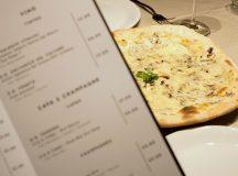 Pizza Tartufo de mozzarella picada, champiñones, queso Parmesano y Trufa