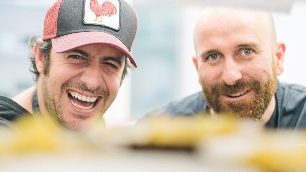 Los chefs Jaime Renedo y Hugo Muñoz disfrutando del proceso de elaboración del menú ASIANA Reloaded. Créditos de foto @jayolmosphoto